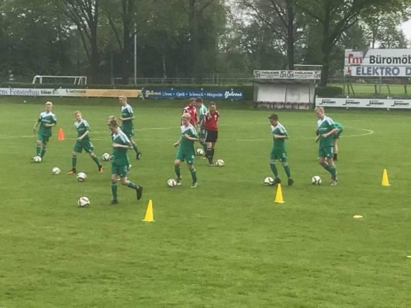 DFB-Trainer lassen den Ball rollen